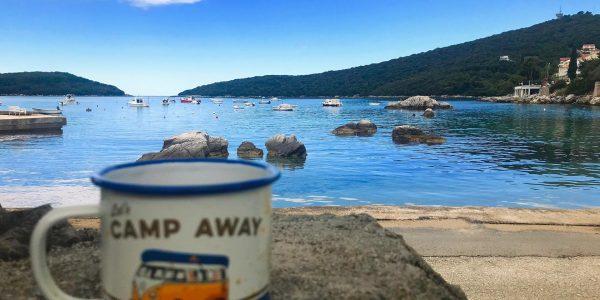 Blick vom Campingplatz auf das Meer